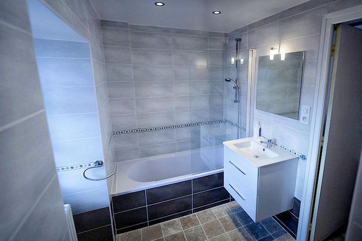 Chalet Le Loup Tignes Bathroom 1