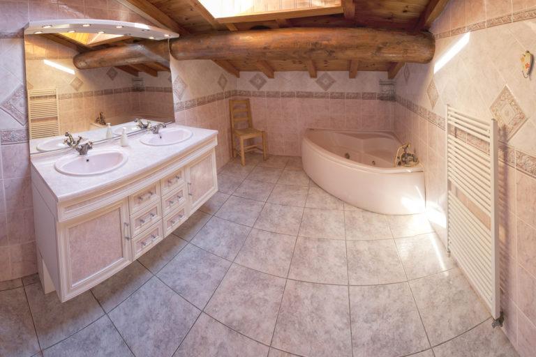 Chalet Alistelle Bathroom 1