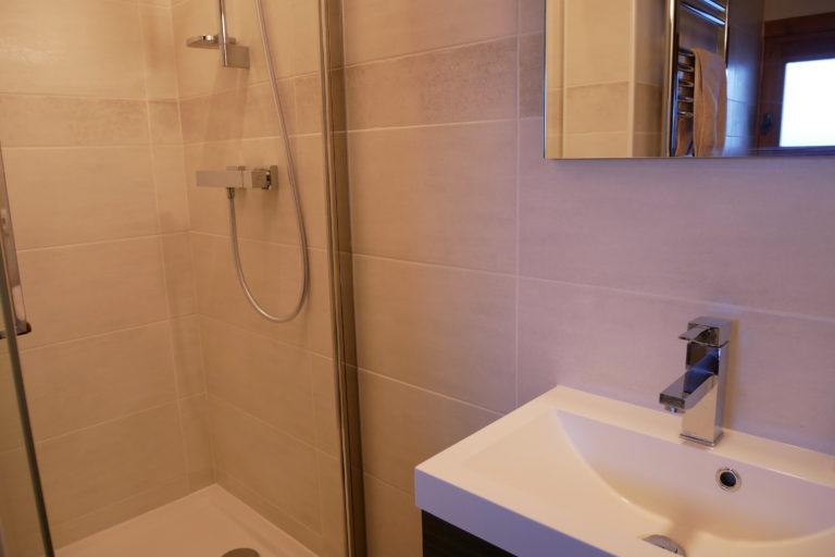 Chalet Le Vallon Ensuite Shower 6