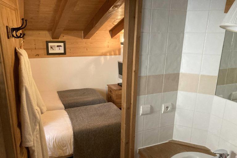 Chalet Le Vallon bedroom 5 ensuite