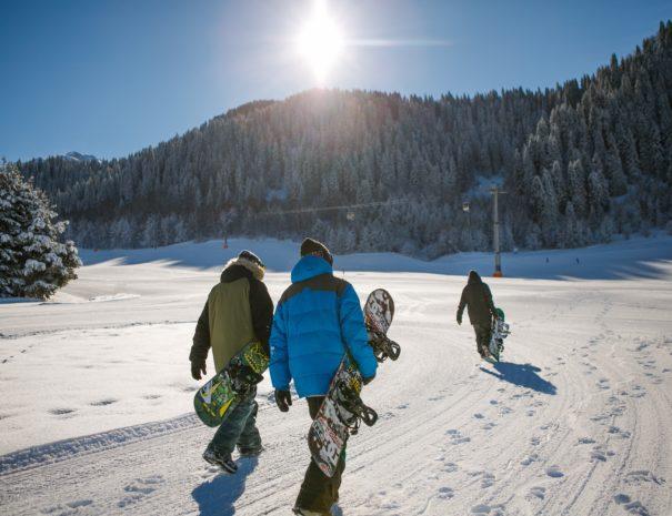 tignes val d'isere ski area snowboarders